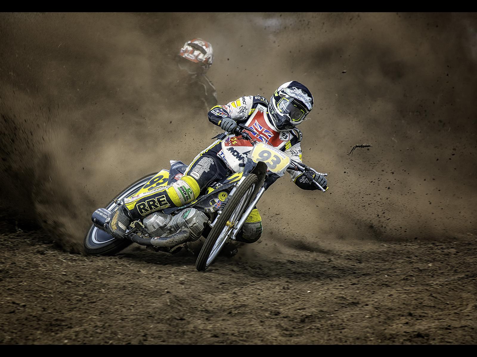 B1054170_Kevin Barnes_Eat my dust